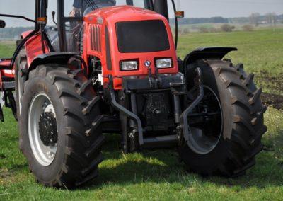 Części zamienne do traktorów.